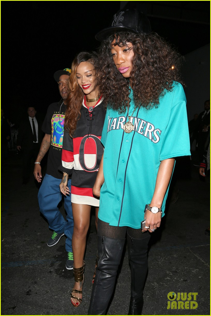 rihanna hockey jersey dress at greystone manor 04