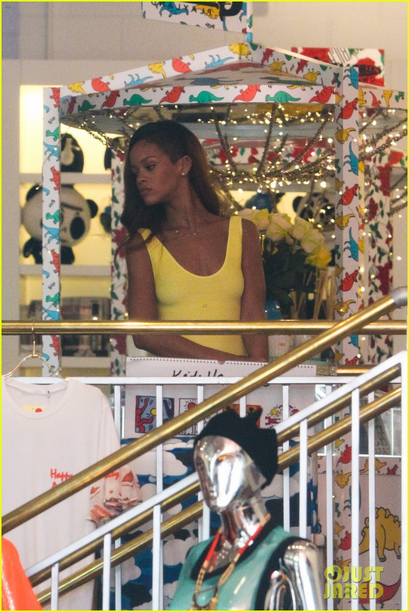 rihanna chris brown wild style shoppers 06