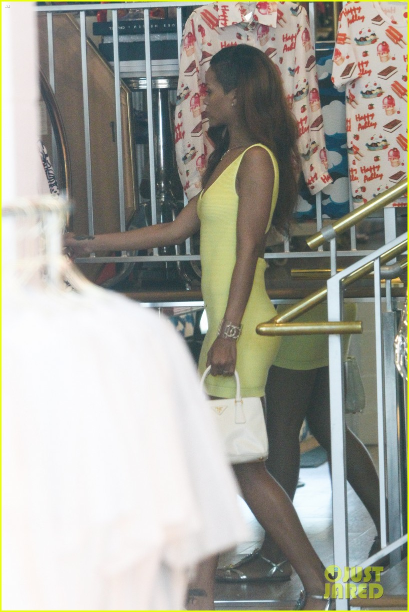 rihanna chris brown wild style shoppers 312847505