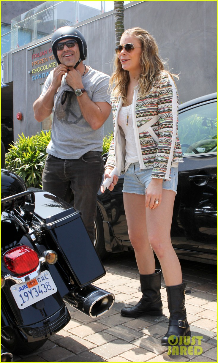leann rimes has perfect day with biker boy eddie cibrian 052860496