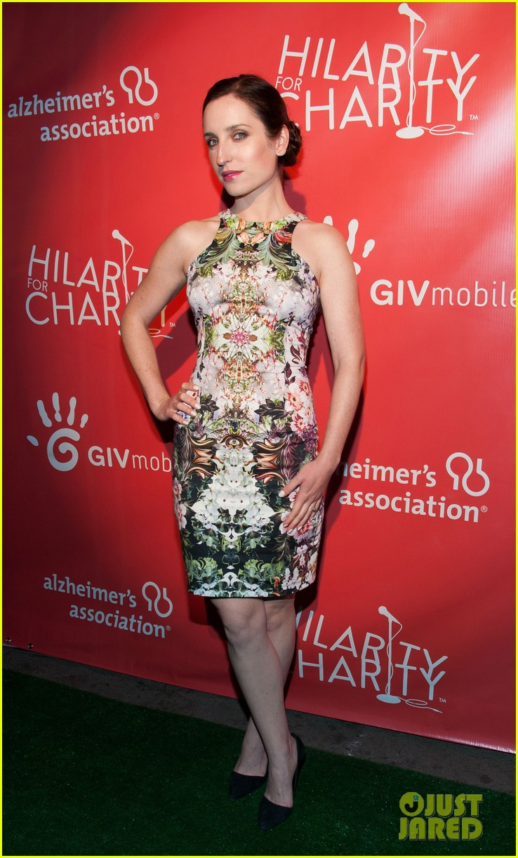 krysten ritter mindy kaling hilarity for charity event 05