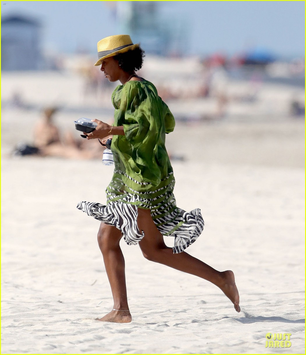 kelly rowland bikini beach calling babe 11