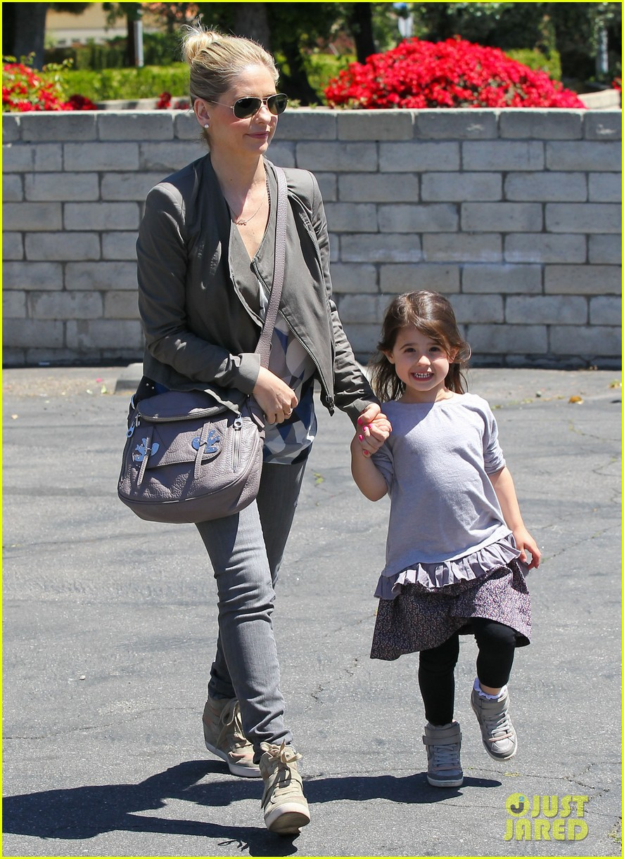 sarah michelle gellar charlotte childrens gym time 14