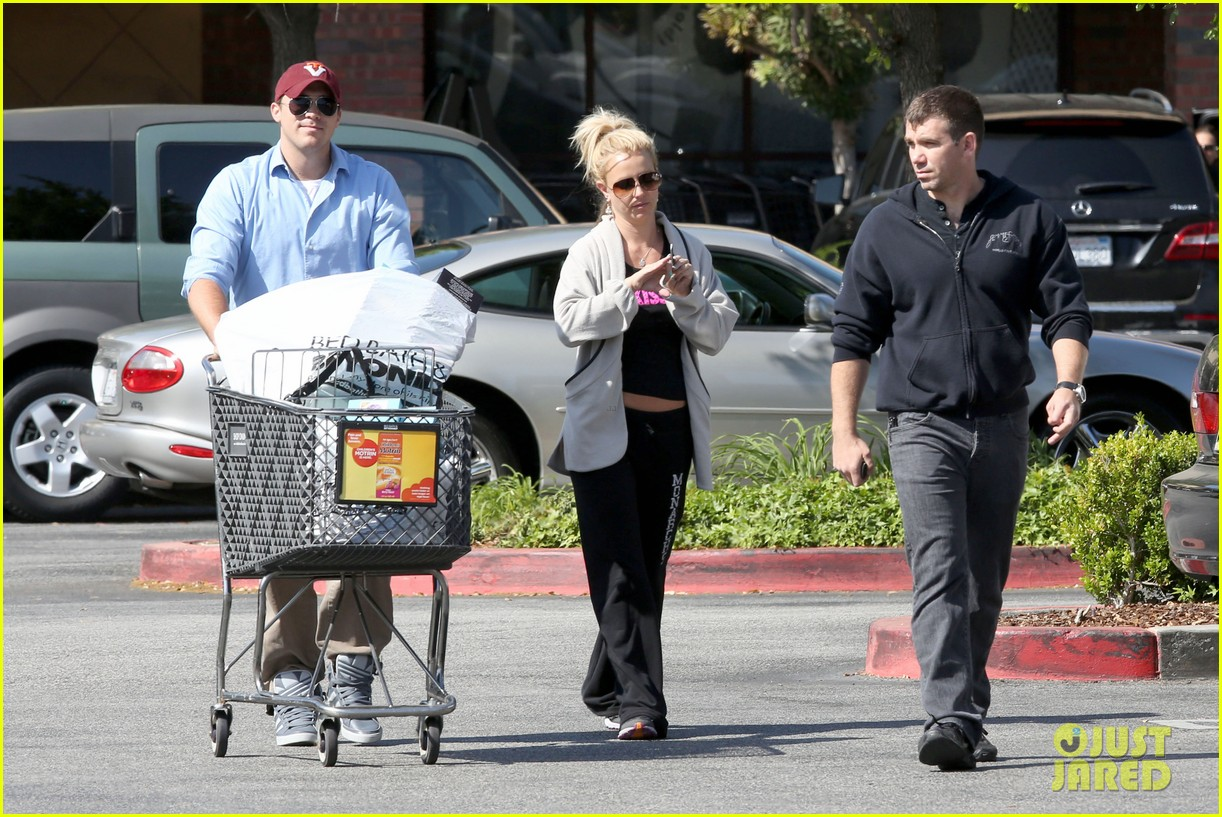 britney spears david lucado breakfast shopping duo 04
