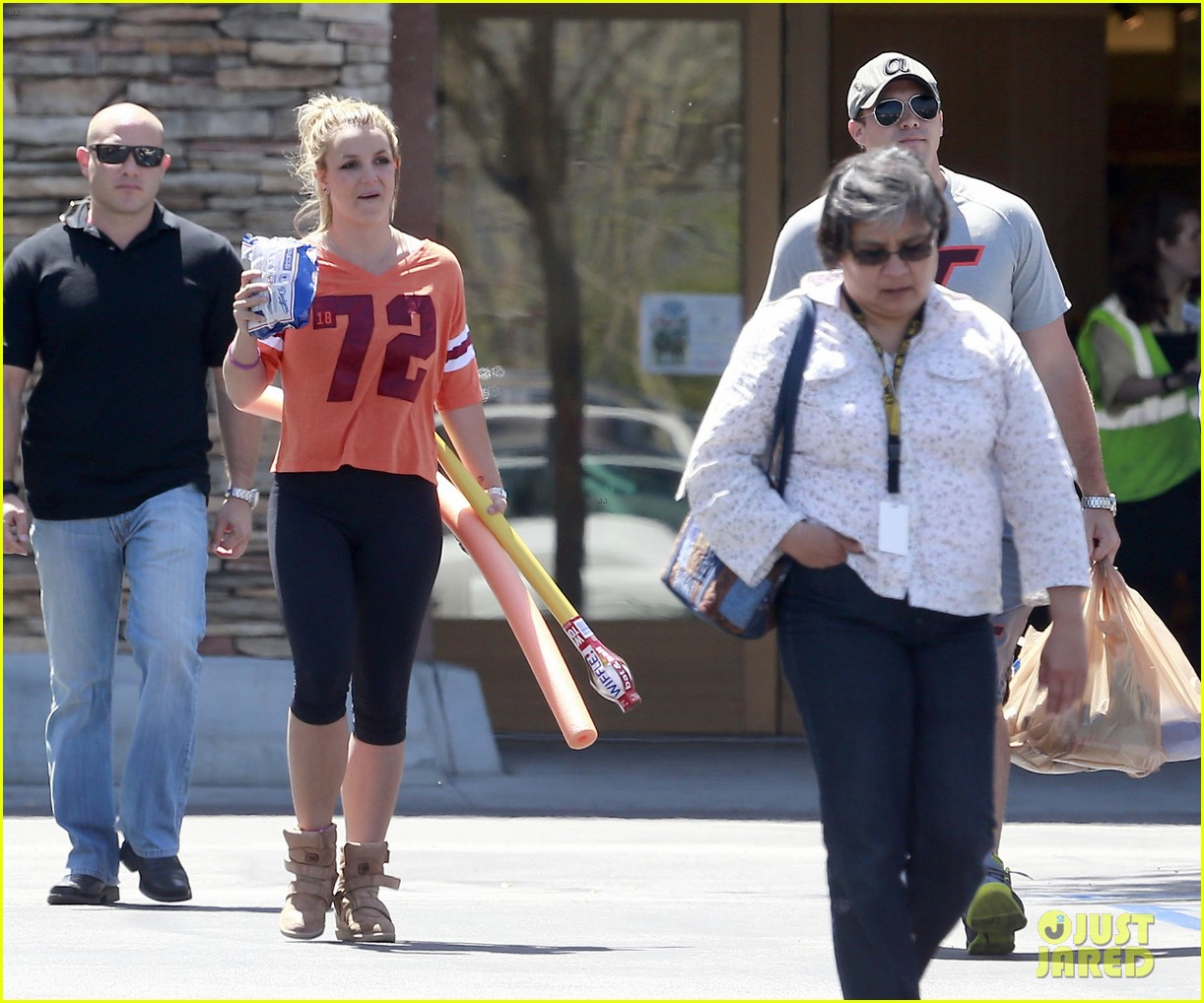 britney spears david lucado grocery shoppers 07