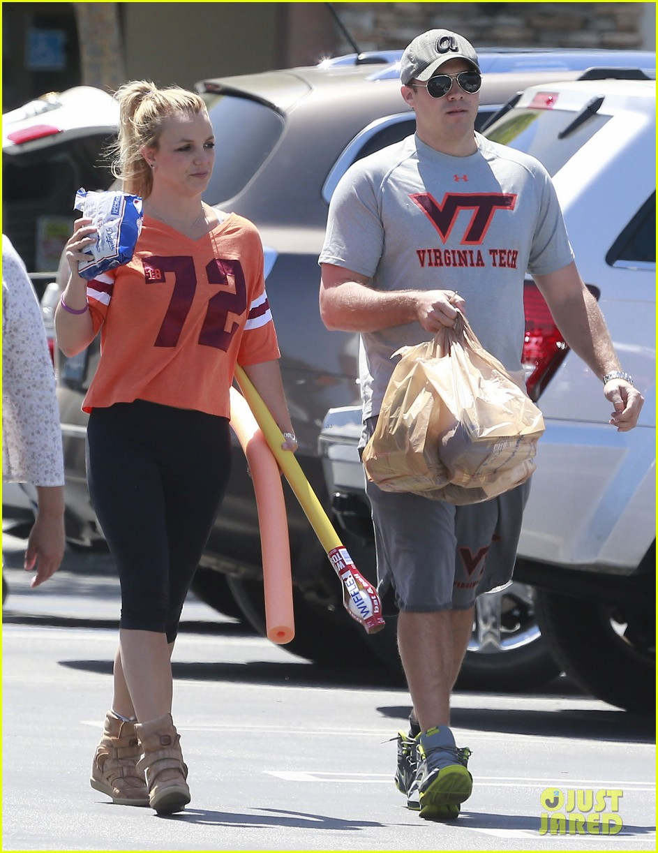britney spears david lucado grocery shoppers 13
