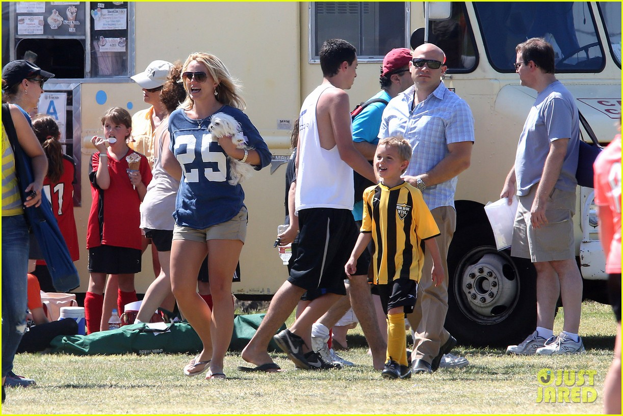 britney spears nails soccer sunday 152855156
