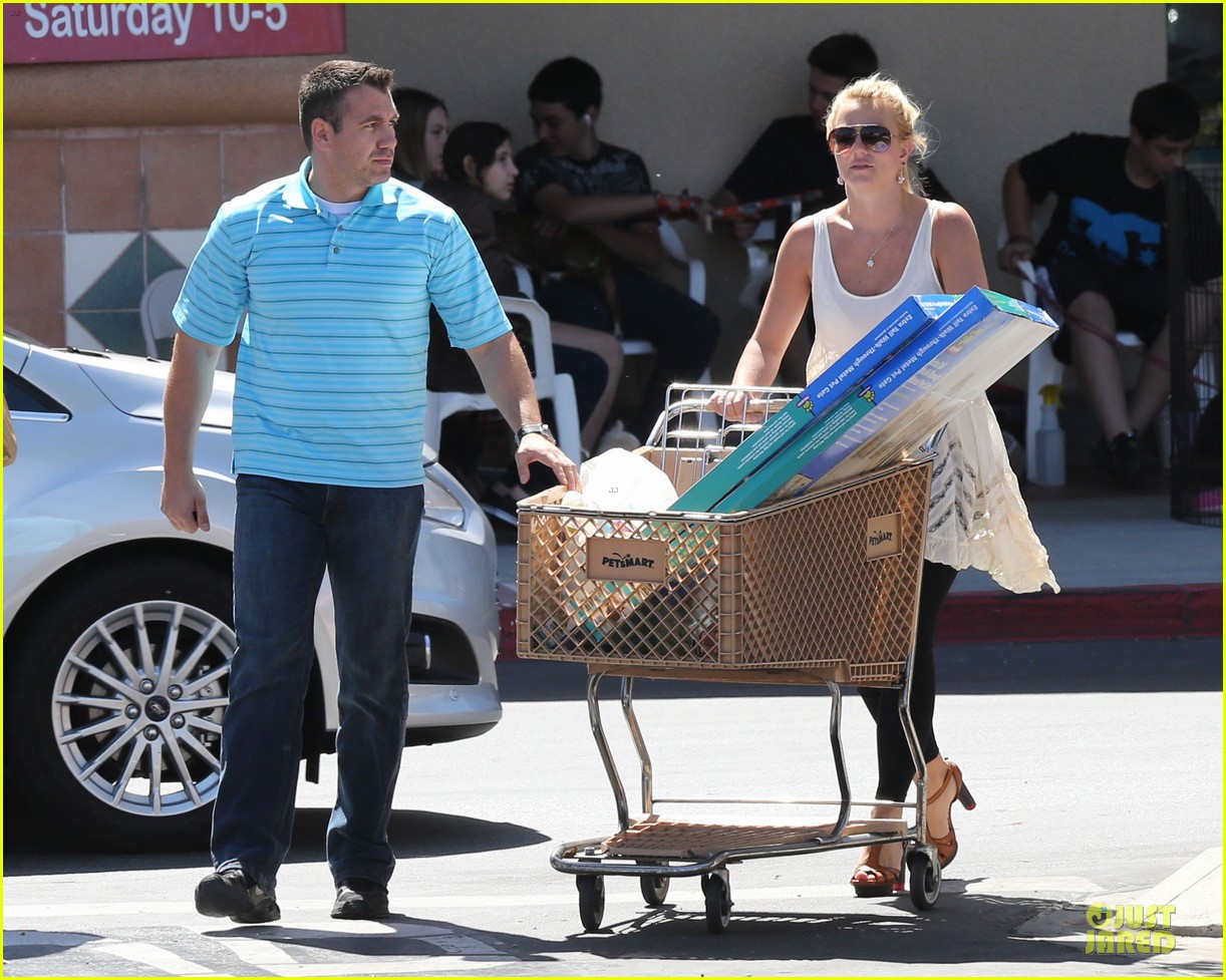 britney spears petsmart pet shopping 07