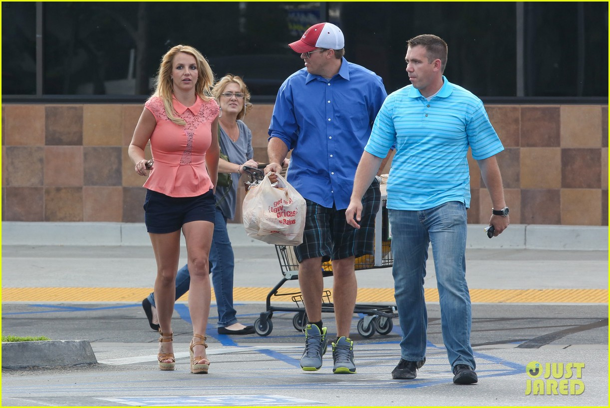 britney spears david lucado saturday ralphs run 05