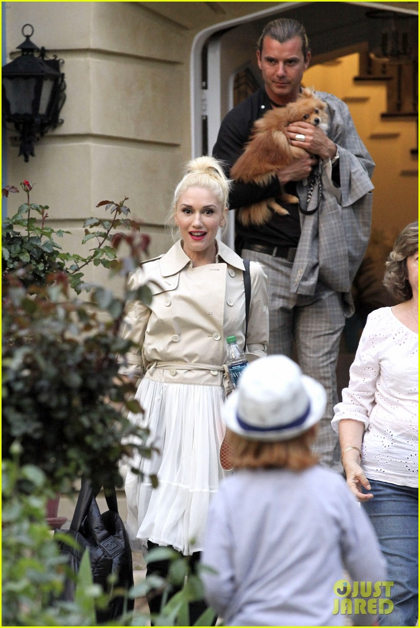 gwen stefani gavin rossdale easter sunday fun with the kids 04