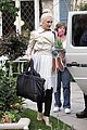 gwen stefani gavin rossdale easter sunday fun with the kids 09