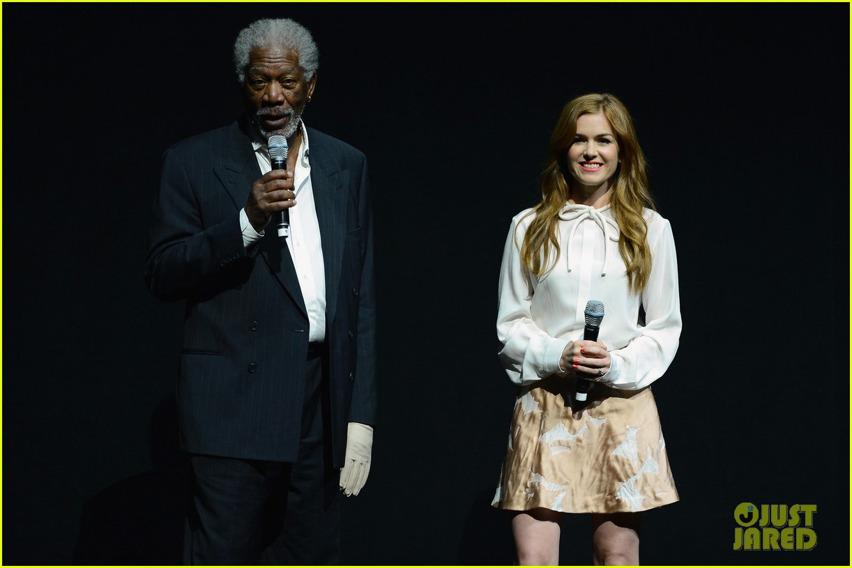 hailee steinfeld isla fisher cinemacon cuties 10
