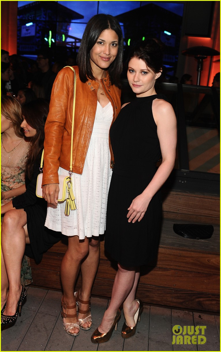 hailee steinfeld jennifer morrison coachs night of shopping 04