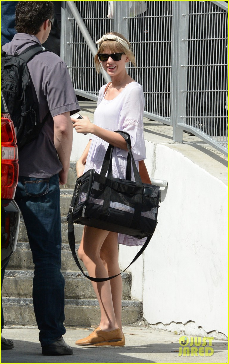 taylor swift miami arrival for red tour 05