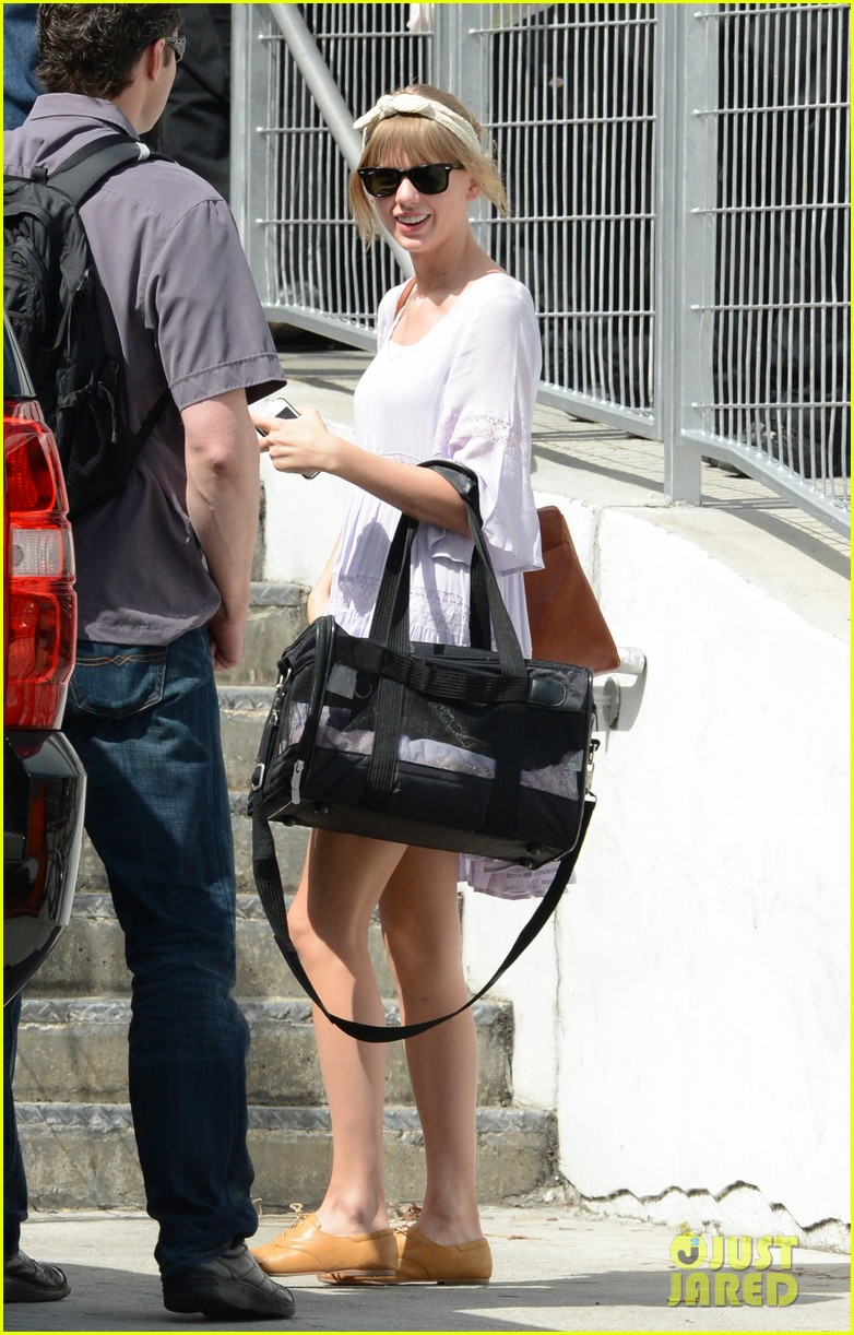 taylor swift miami arrival for red tour 16