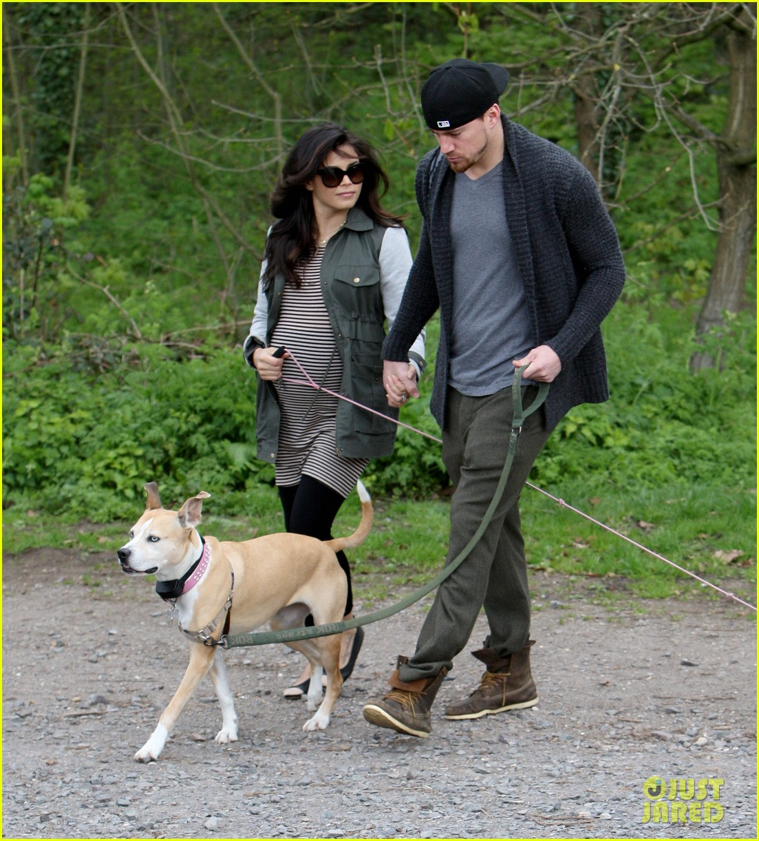 channing tatum pregnant jenna dewan london dog walk 15