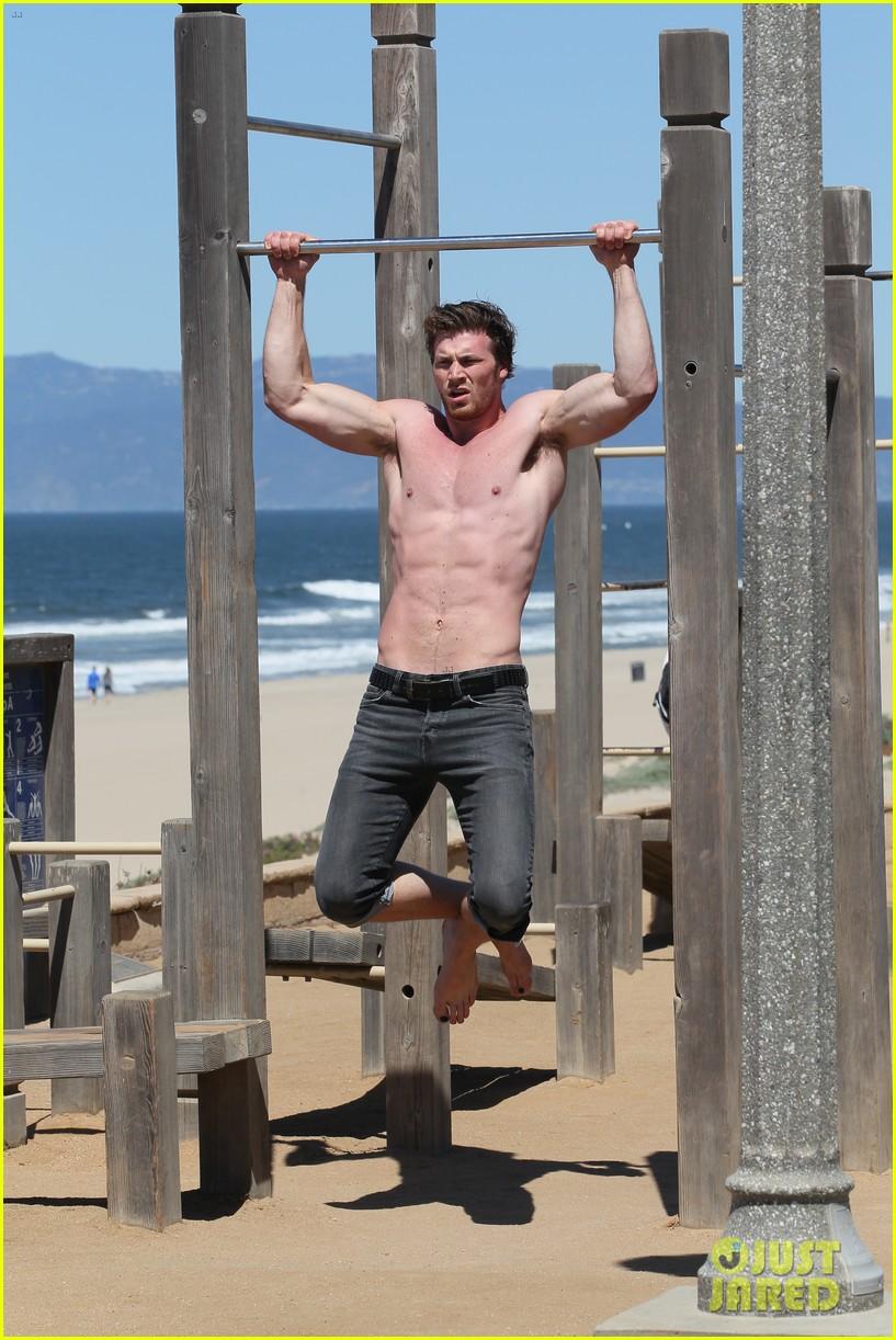 derek theler shirtless beach stud 02