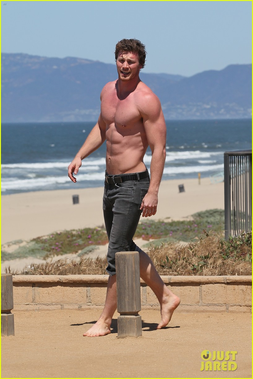 derek theler shirtless beach stud 05