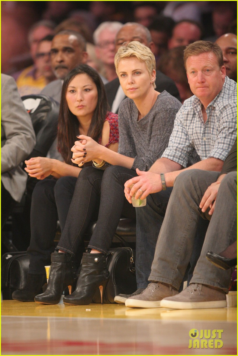 charlize theron lakers gal 042850439