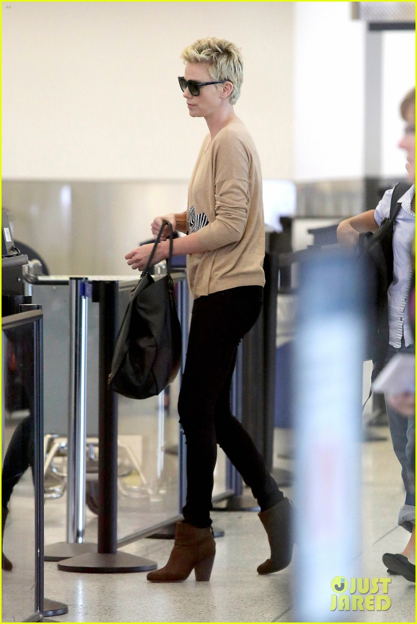 charlize theron zebra sweater at the airport 072852150
