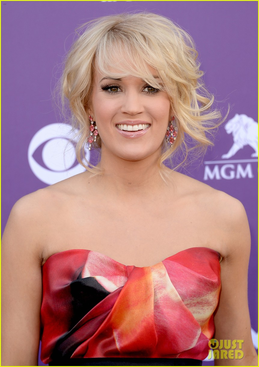 carrie underwood acm awards 2013 red carpet 02