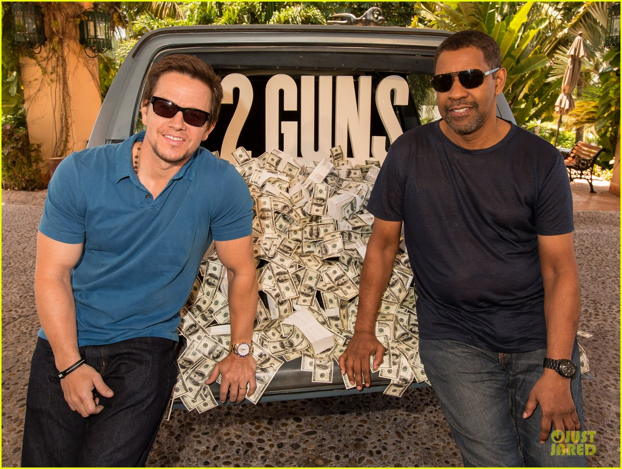 mark wahlberg denzel washington 2 guns mexican photo call 10