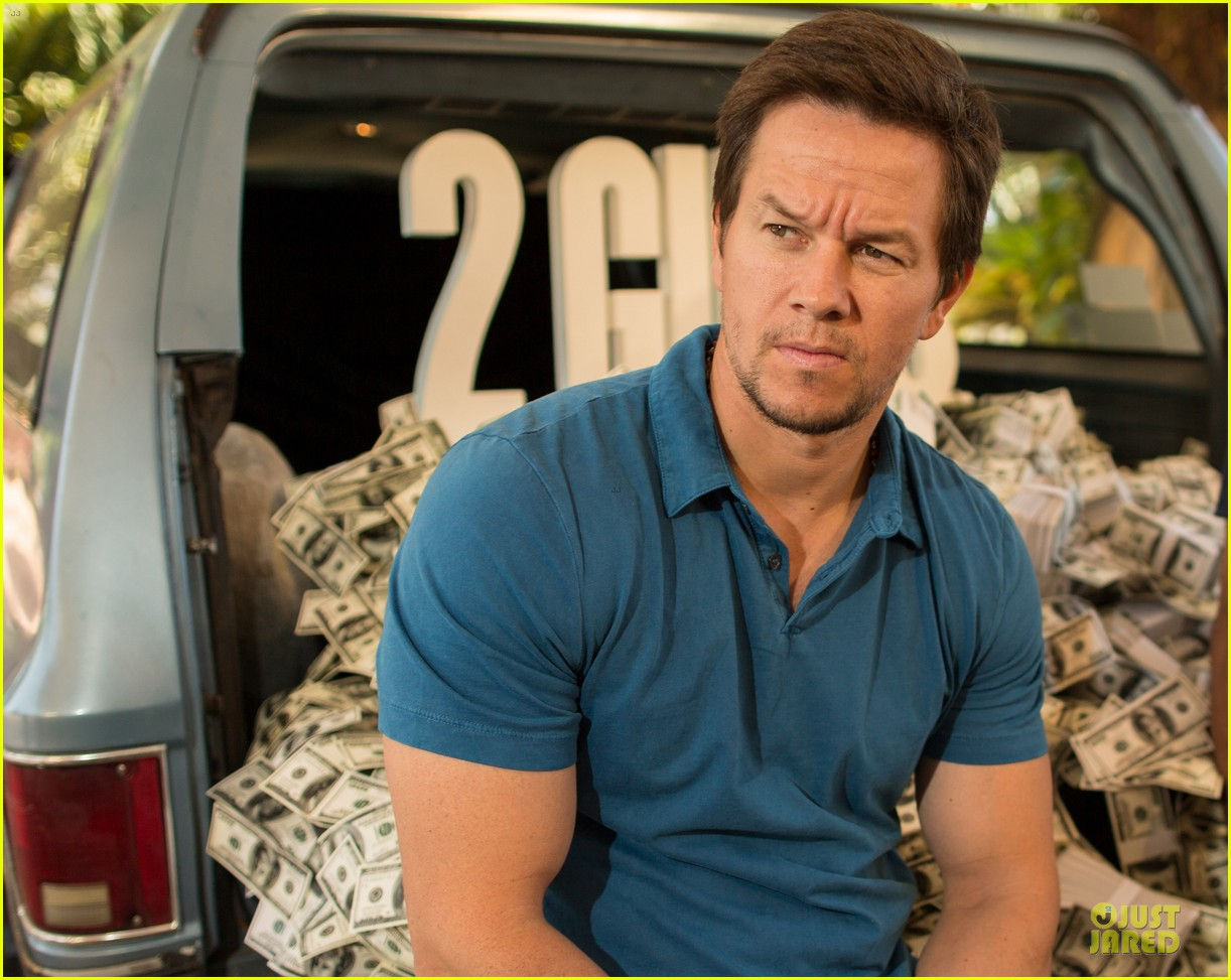 mark wahlberg denzel washington 2 guns mexican photo call 15