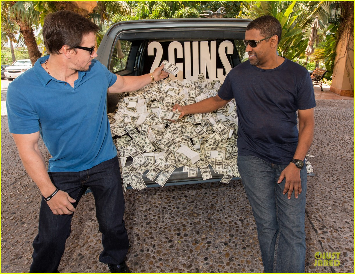 mark wahlberg denzel washington 2 guns mexican photo call 172854261
