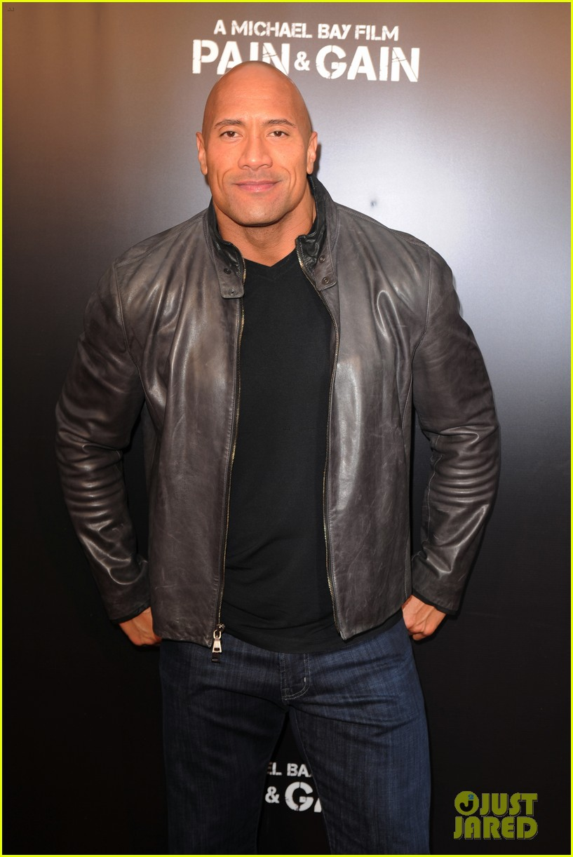 mark wahlberg dwayne johnson pain gain premiere 032848087
