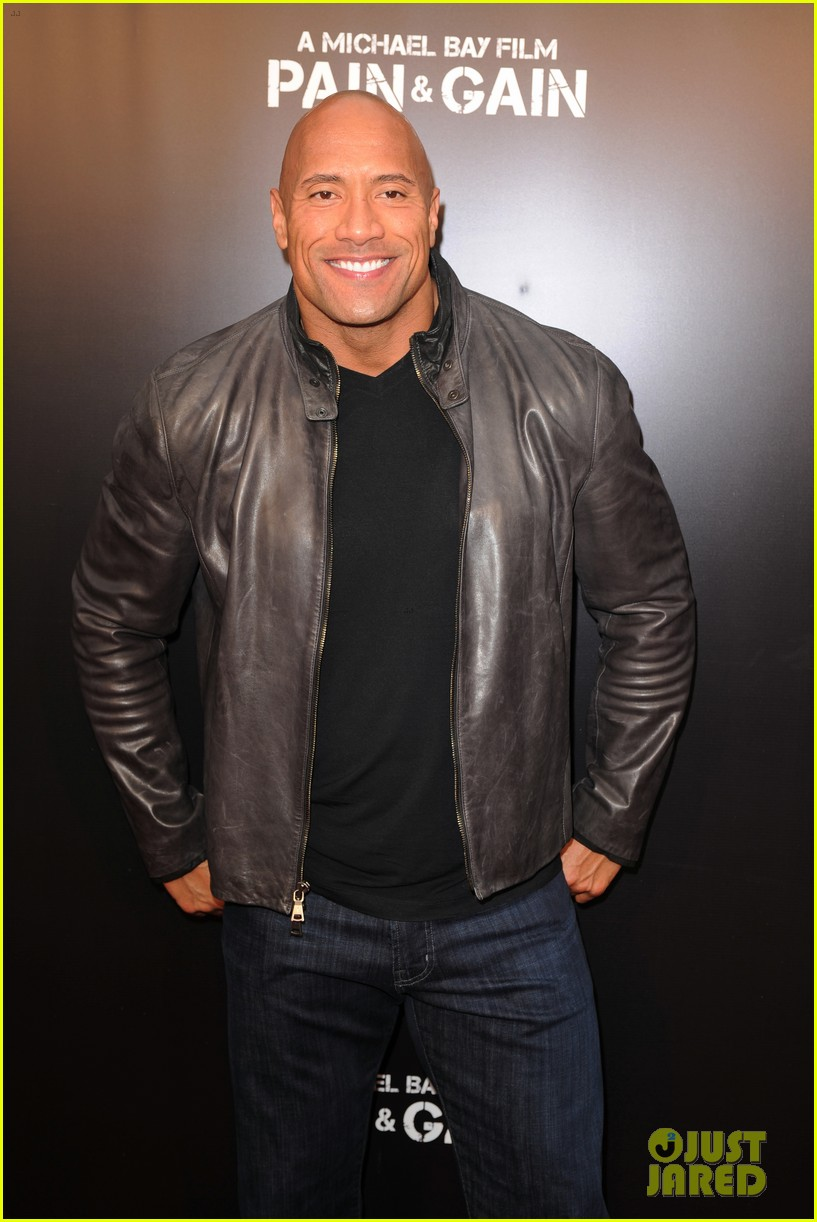 mark wahlberg dwayne johnson pain gain premiere 132848097