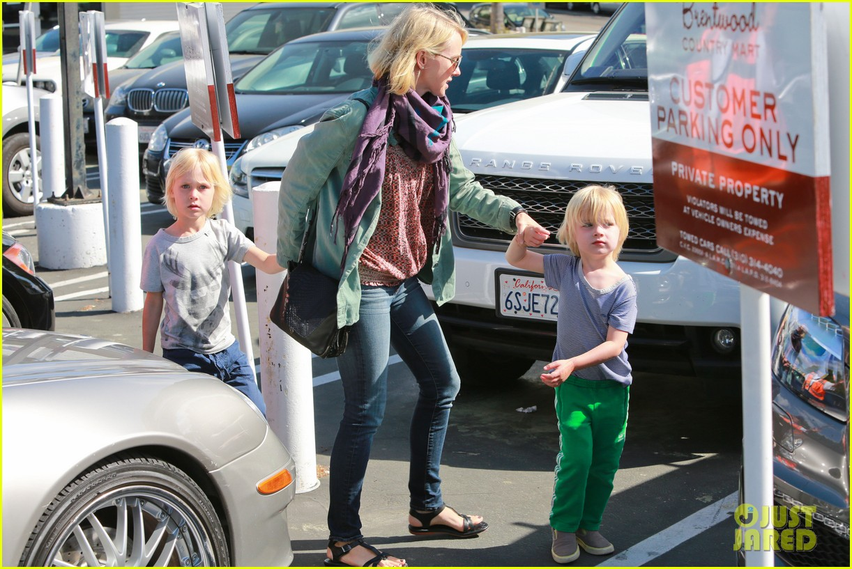 naomi watts shopping with sasha samuel 12