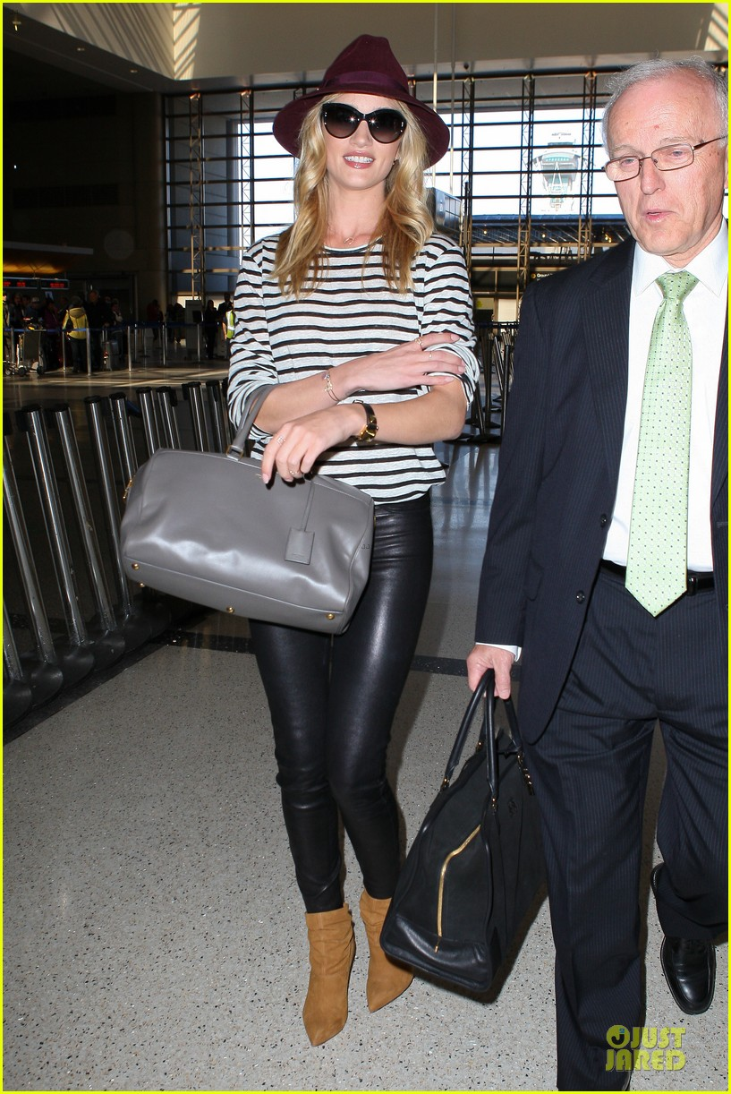rosie huntington whiteley lax arrival after new orleans trip 18