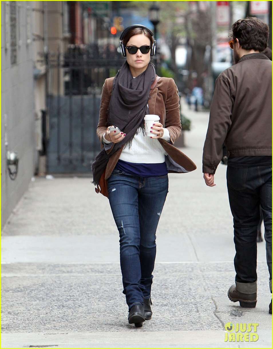 Olivia Wilde: Coffee & Music in NYC! Olivia Wilde
