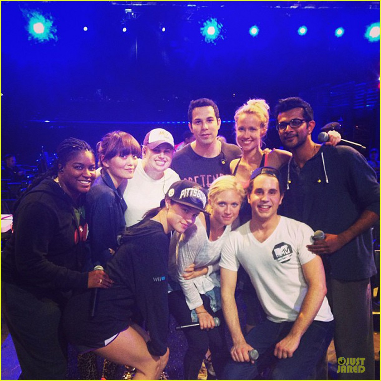 rebel wilson mtv movie awards 2013 rehearsal with pitch perfect cast 05