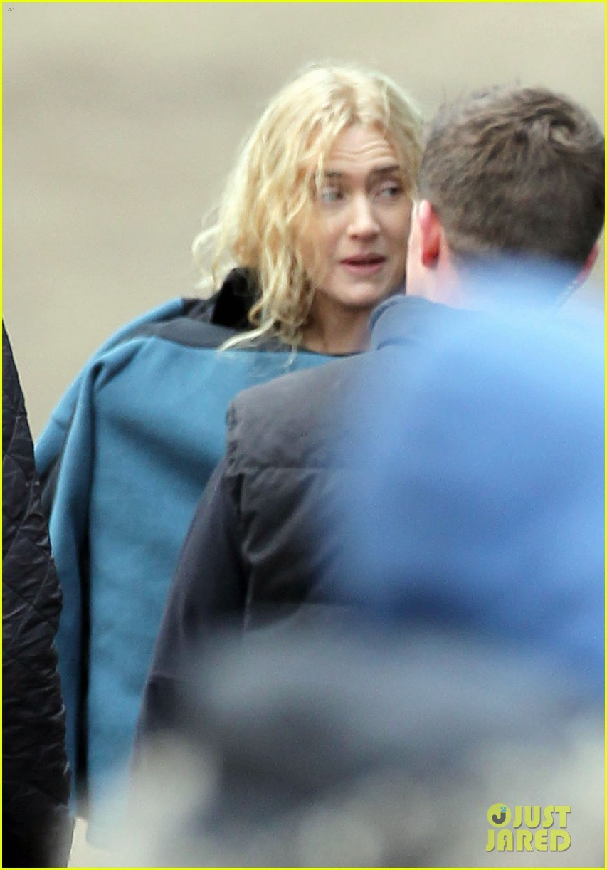 kate winslet a little chaos set with alan rickman 082855635