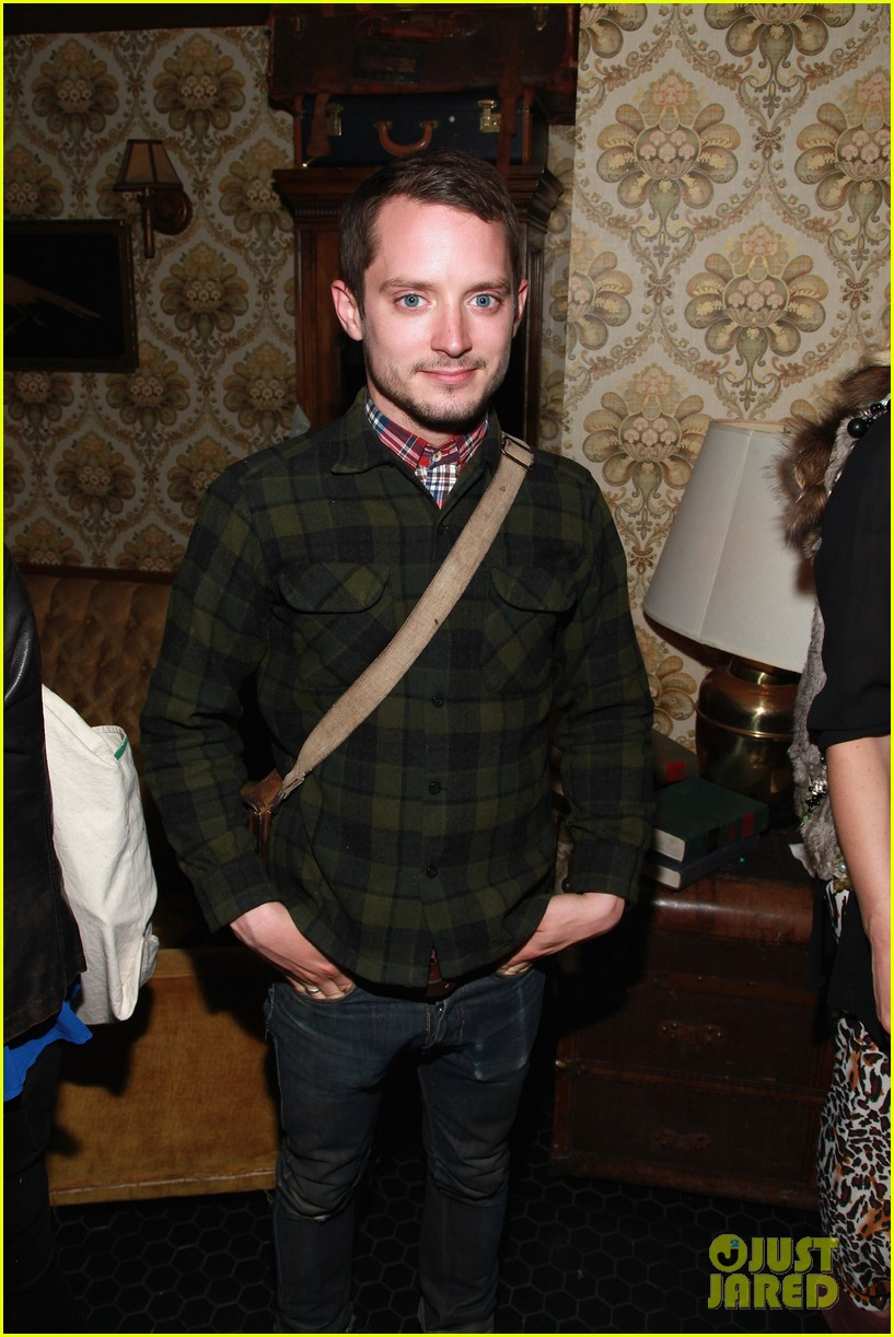 elijah wood set up punch premiere with alia shawkat 010