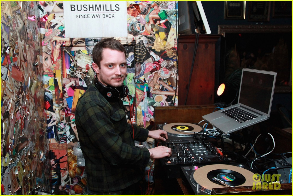 elijah wood set up punch premiere with alia shawkat 052853368