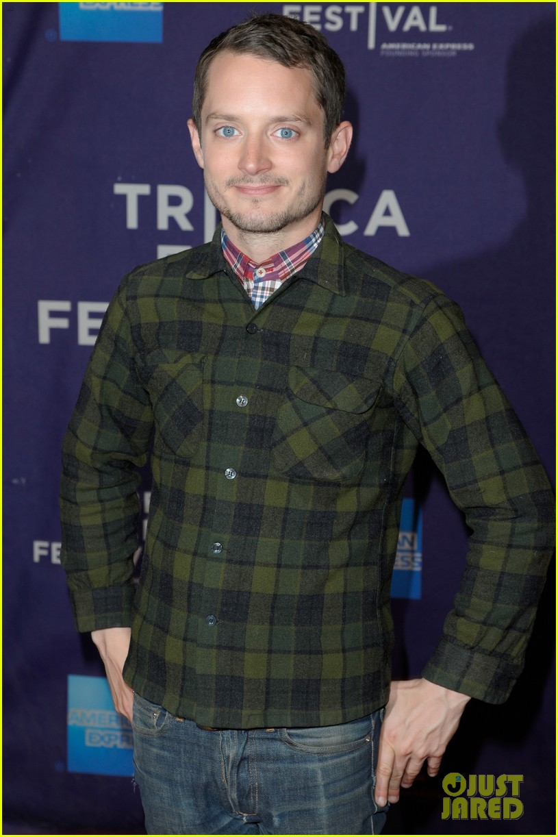 elijah wood set up punch premiere with alia shawkat 07
