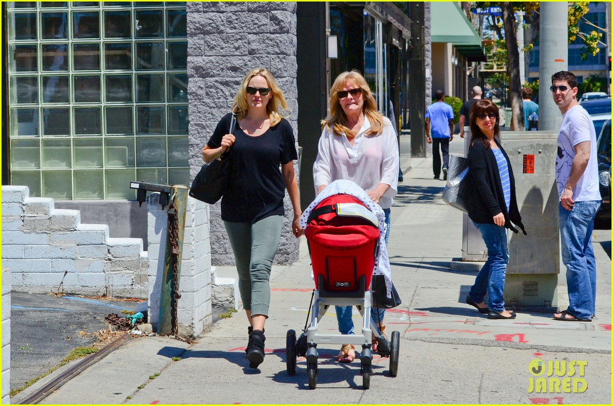 malin akerman kristen bell new mamas in hollywood 112870608