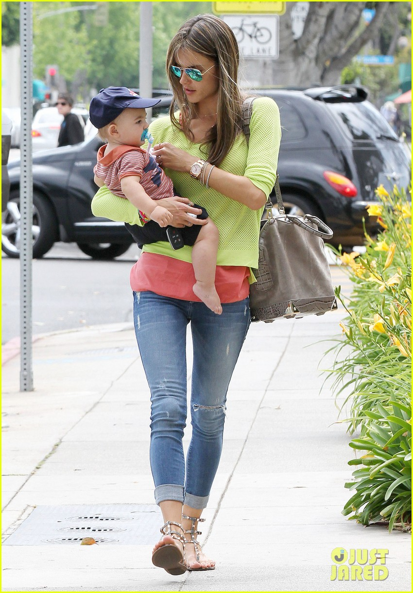 alessandra ambrosio happy early mothers day 01