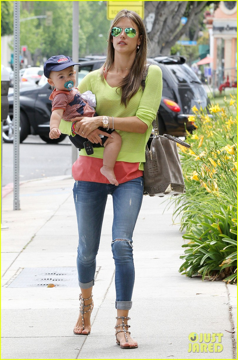 alessandra ambrosio happy early mothers day 09