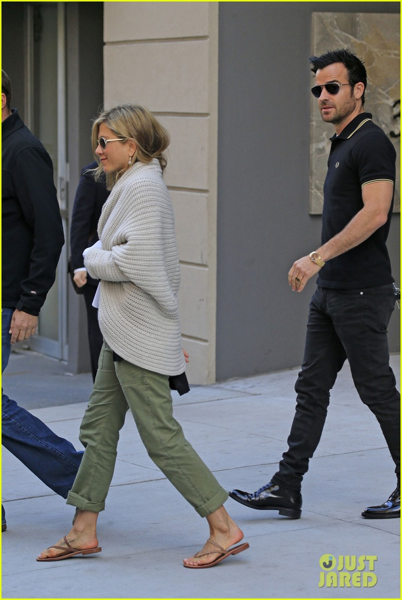 jennifer aniston justin theroux upper east side shopping 01