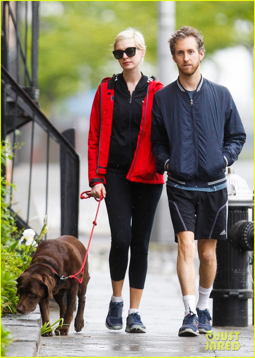 anne hathaway adam shulman rainy brooklyn dog walk 102873481
