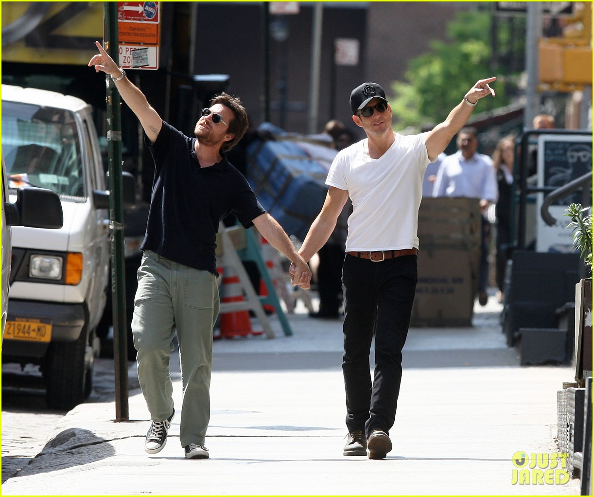 will arnett jason bateman hold hands check out city sights 082872303