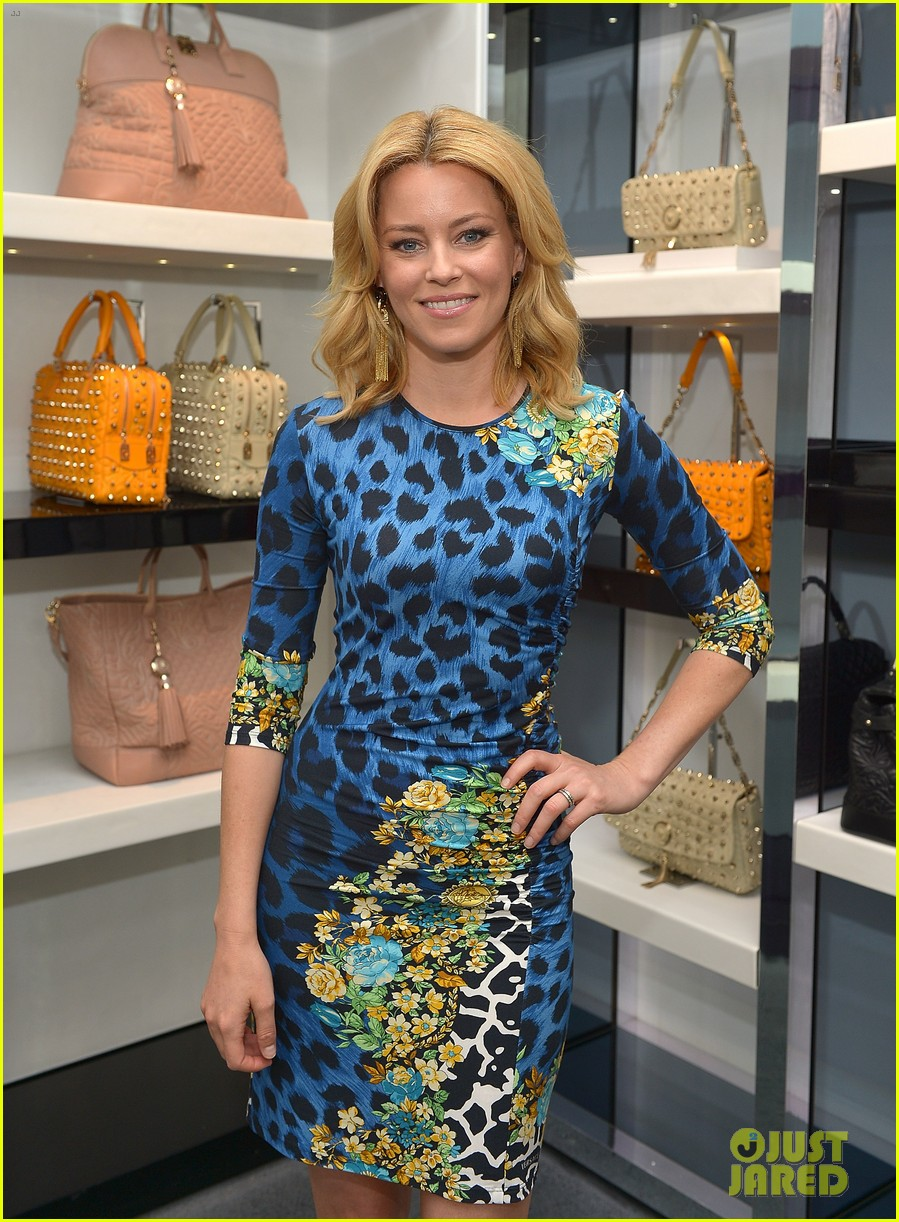 elizabeth banks vanity fair versace vital voices dinner 072876425