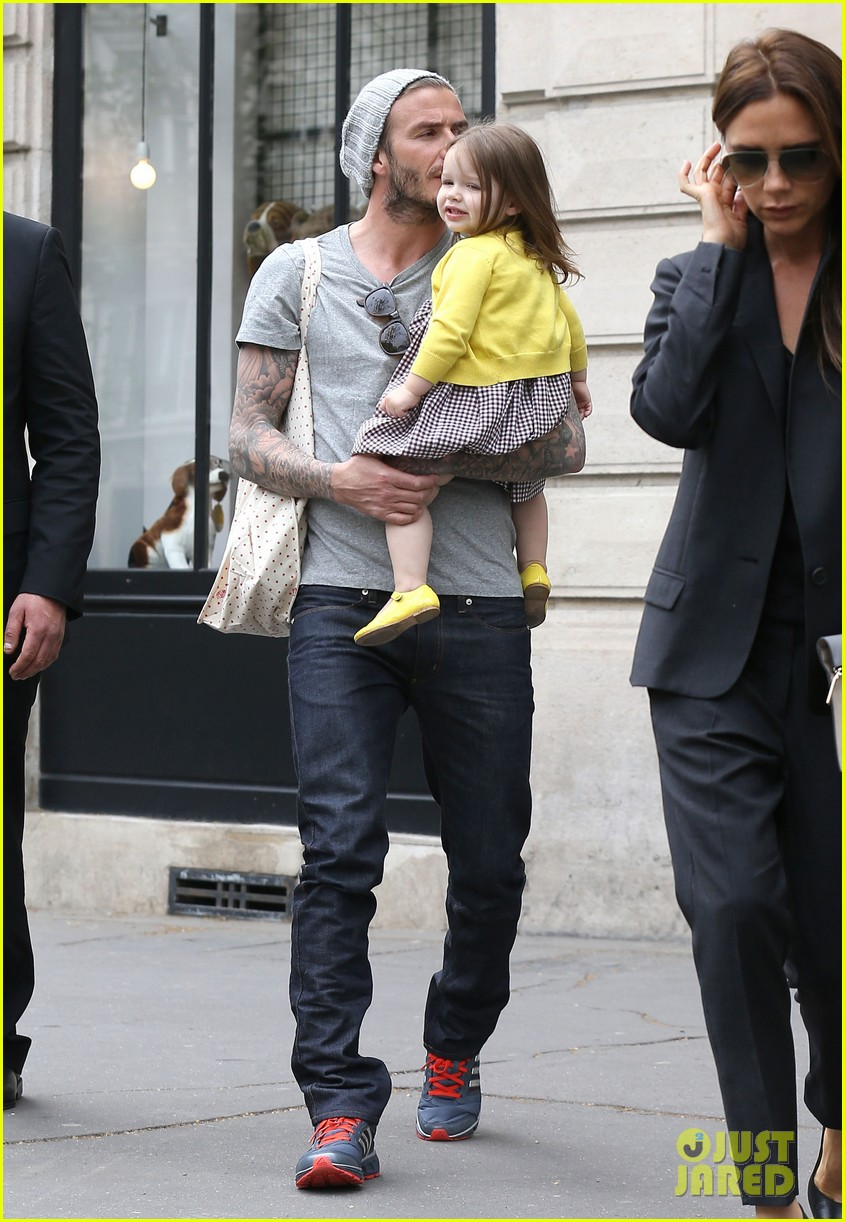 david victoria beckham shopping fun with harper 242862983