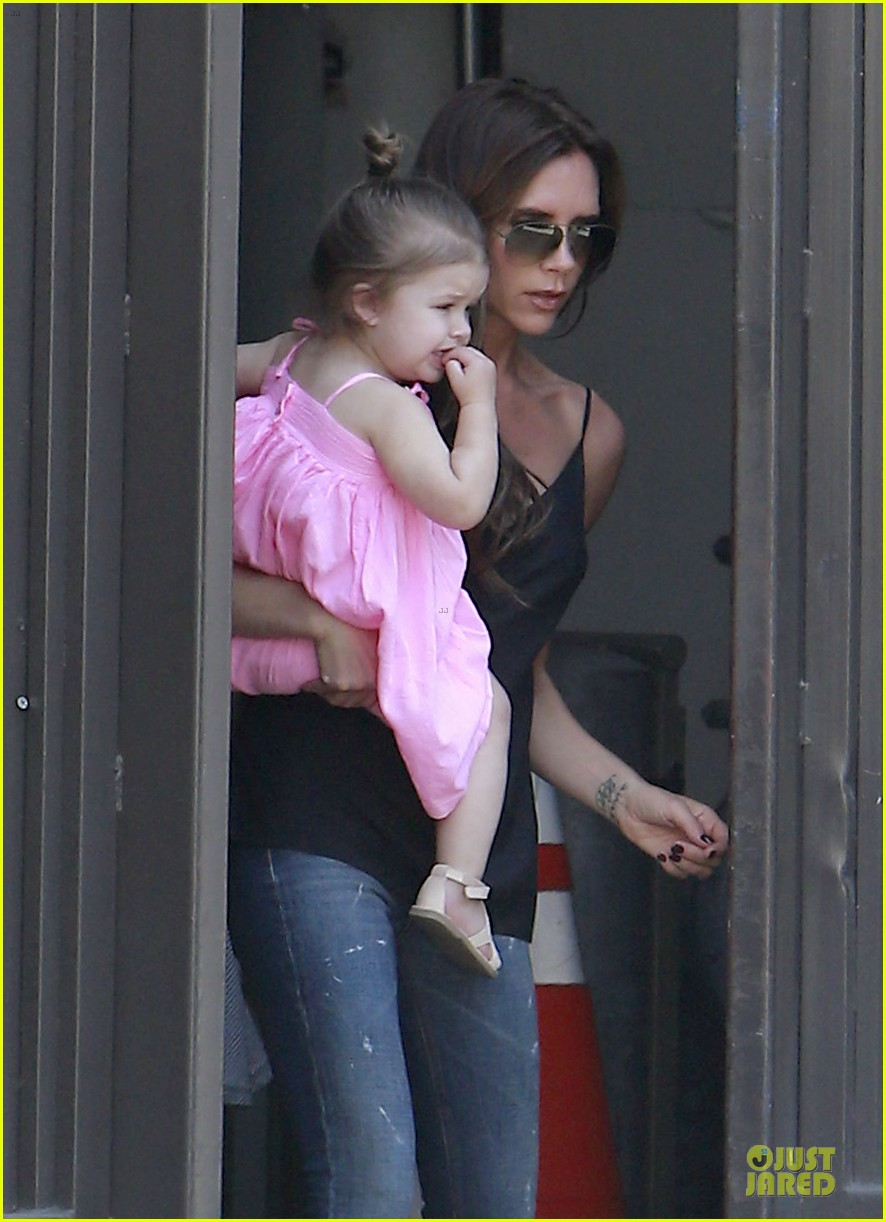 victoria david beckham separate shopping trips with the kids 08