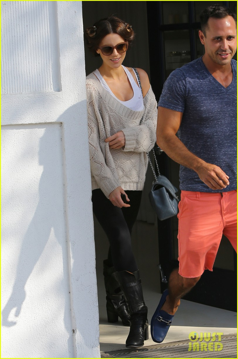 kate beckinsale byron tracey salon visit 122873254