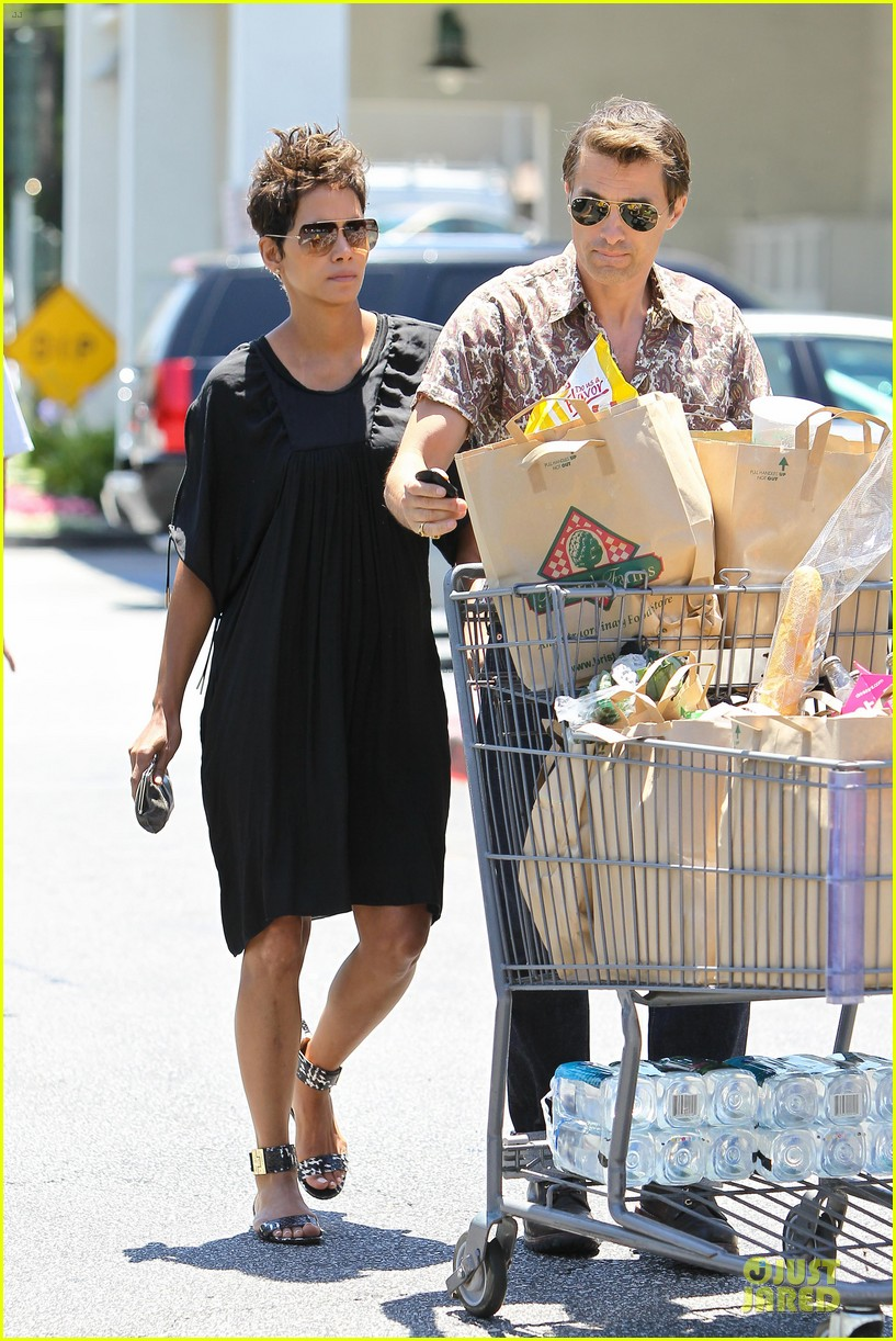 halle berry bel bambini shopping with nahla 12