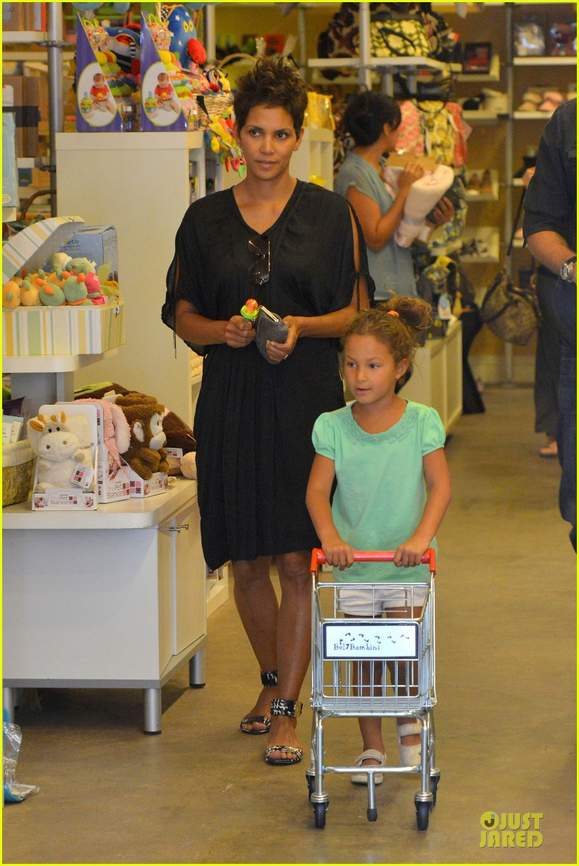 halle berry bel bambini shopping with nahla 182875054